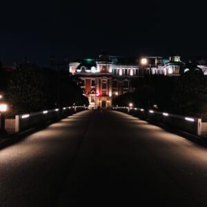 夜に撮影した中之島公会堂の写真です