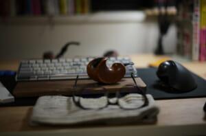 ライカで撮影した美しい作品のパイプとメガネ