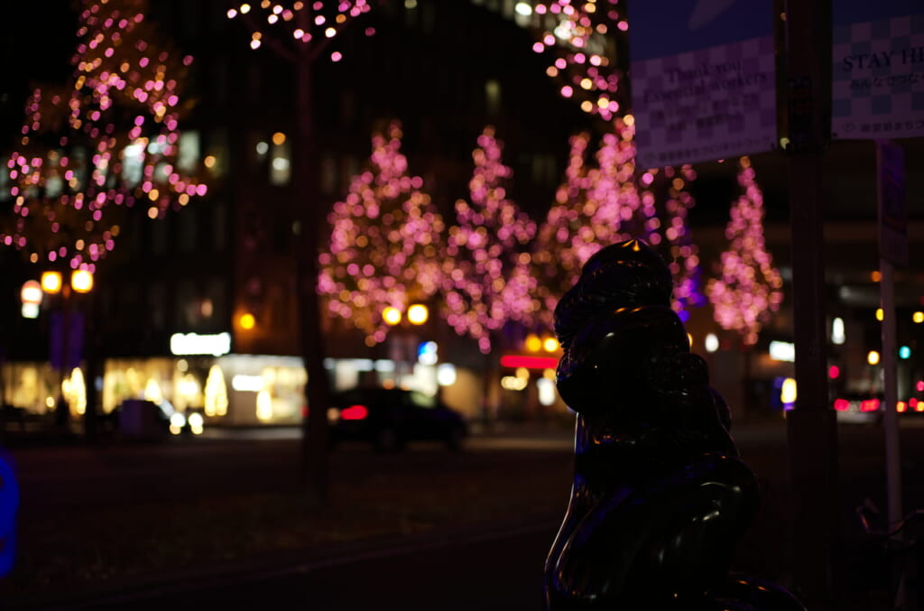 御堂筋イルミネーションの街路樹とオブジェ