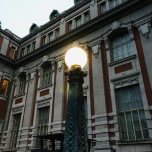 夕方に撮影した中之島公会堂の照明