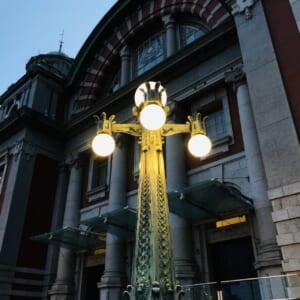 日が落ちてから撮影した中之島公会堂の照明