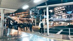 JR大阪駅で撮影した夜の横断歩道