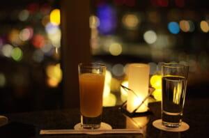 ベイコートクラブのバーで撮影したグラスとキャンドル