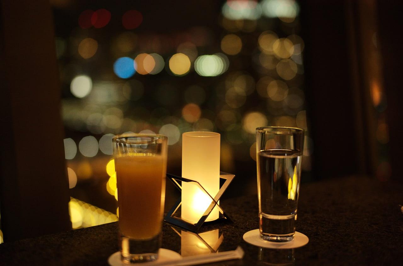 夜景とオレンジジュース