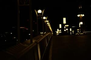 美しい橋のライト