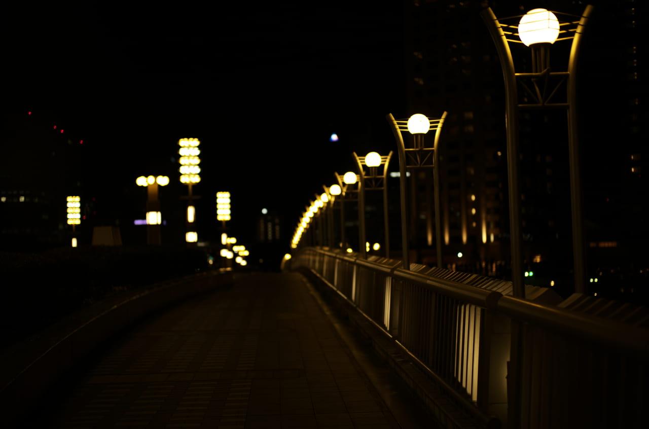 未来につながっていそうな街灯
