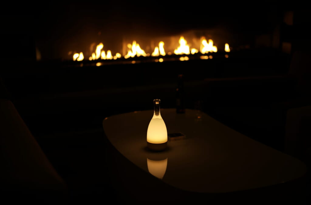 素敵な暖炉と間接照明
