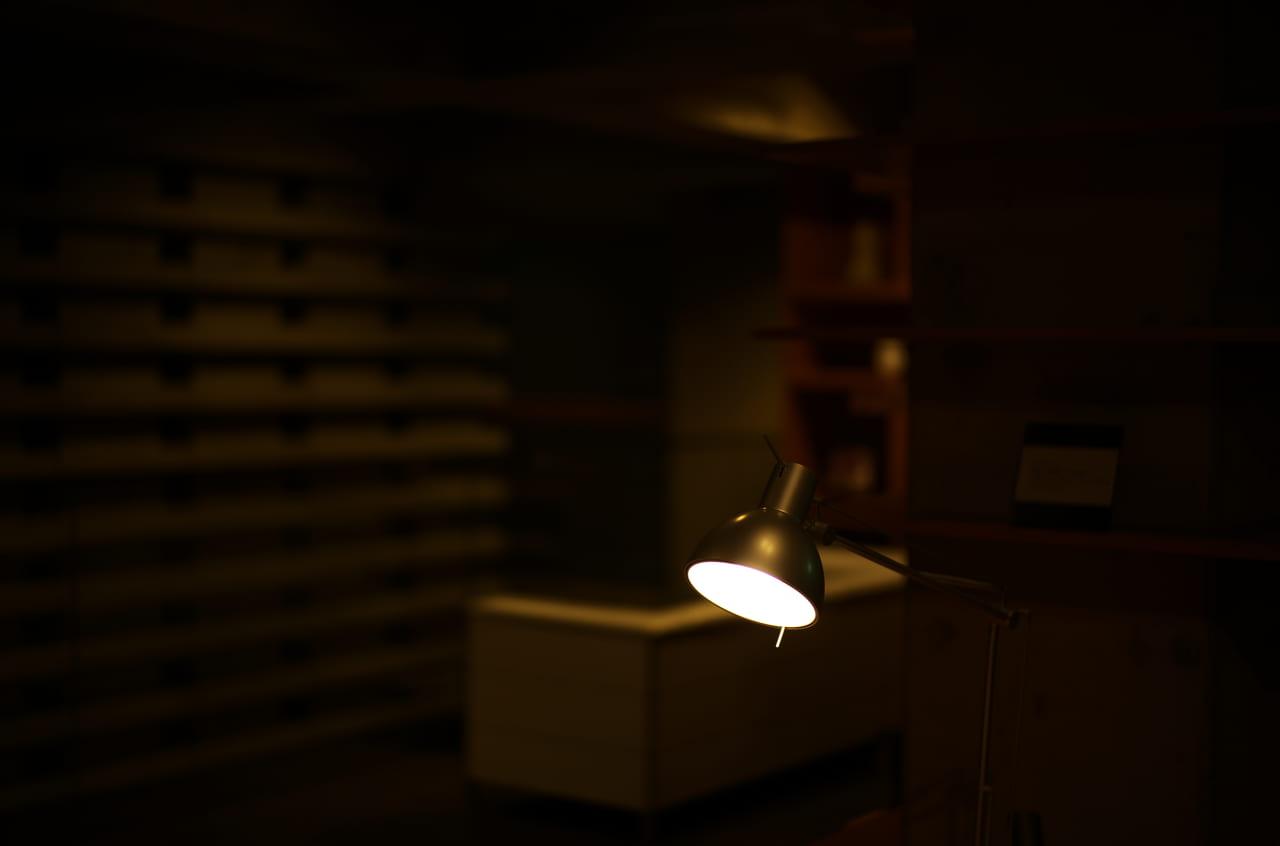 美しいデスクライトの照明