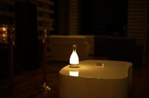 素敵な間接照明とテーブル