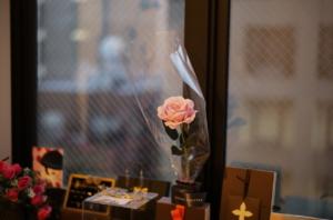 美しいバラと小物