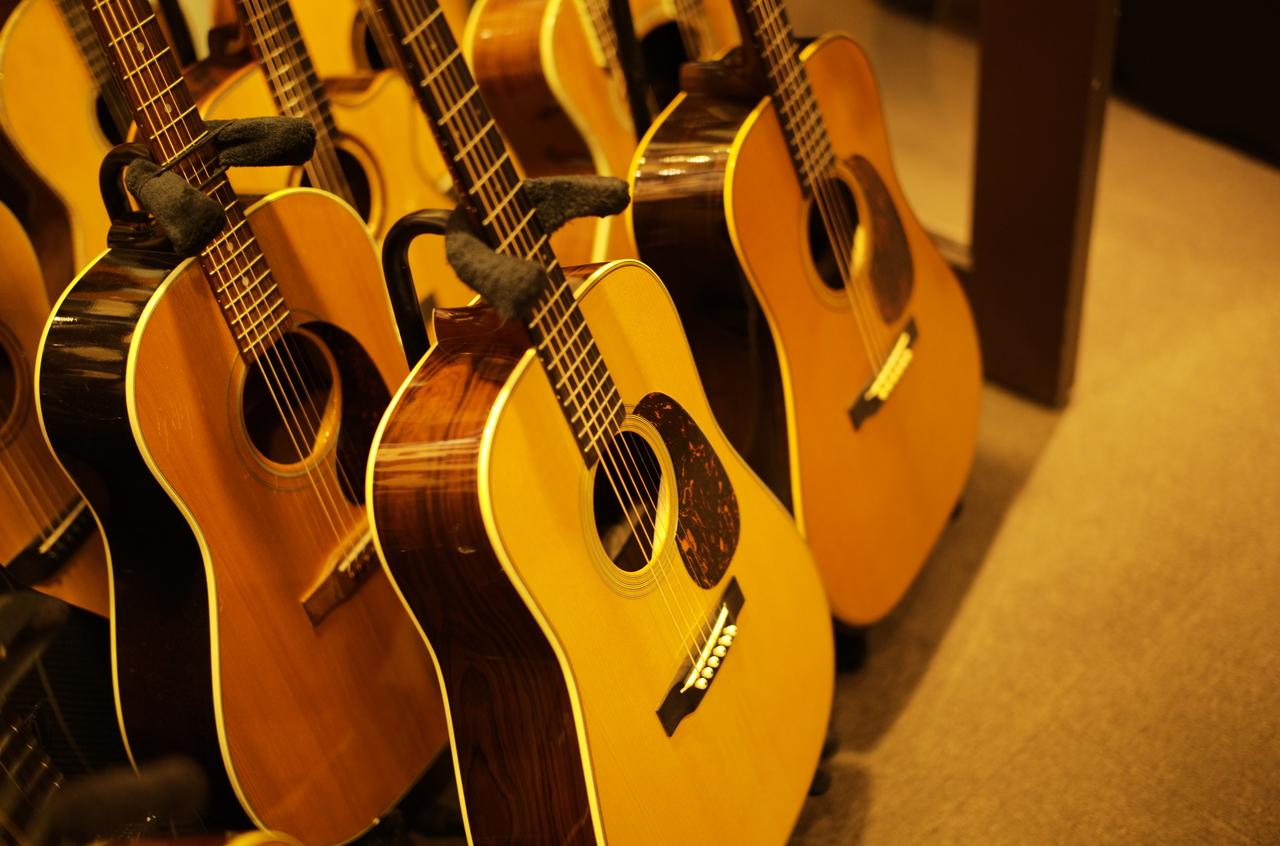 美しいマーチンとコリングスのギター