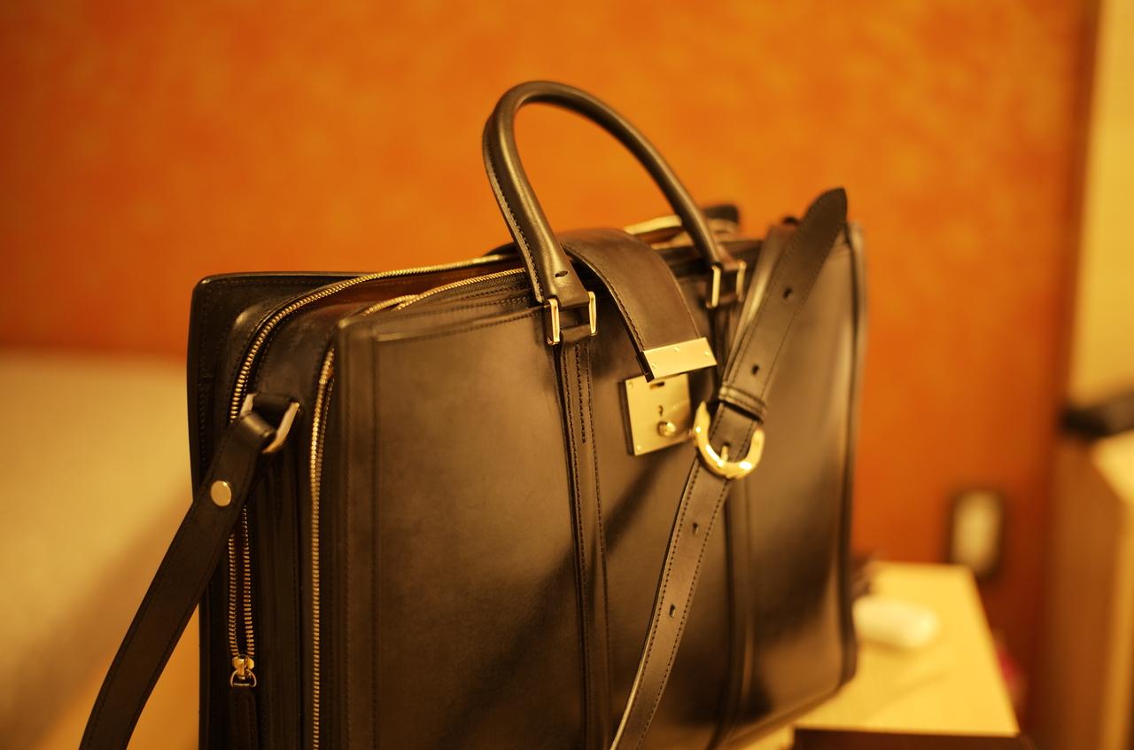 美しい万双のブライドルレザーバッグ