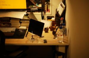 かっこいい書斎と間接照明とパイプタバコ
