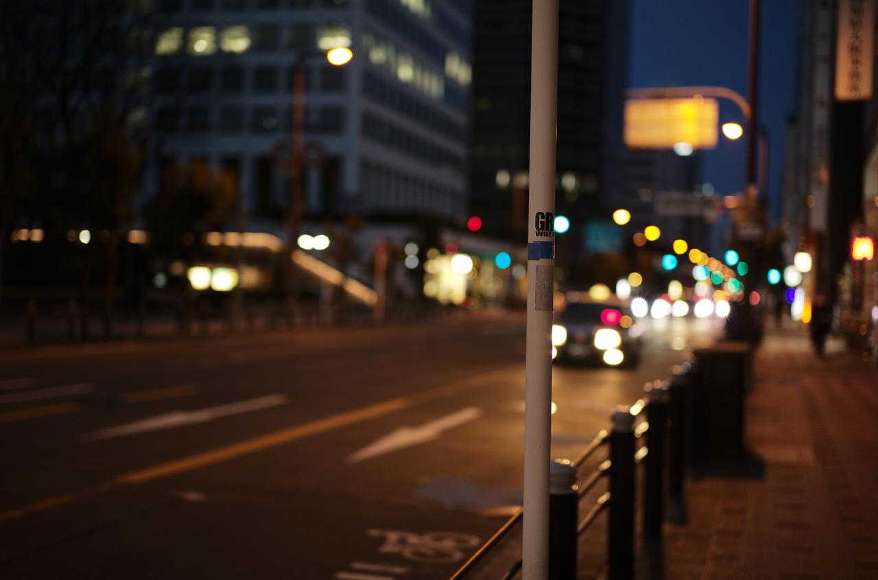 美しい夜の道路