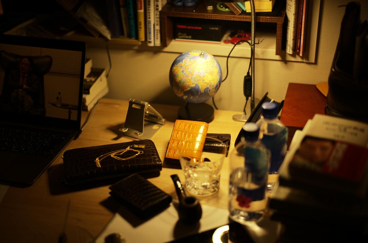 とにかくかっこいい書斎の写真と地球儀
