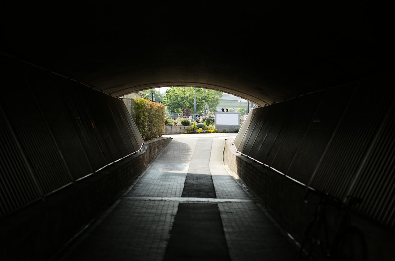 未来に続いていそうなトンネル