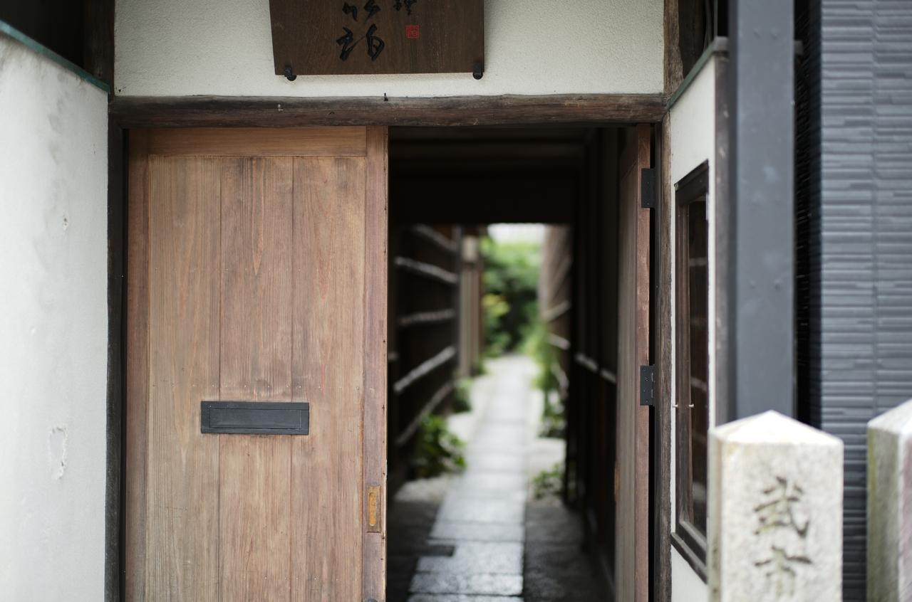 京都にあるお店の美しい入り口
