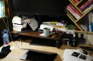 美しい書斎とマグカップ