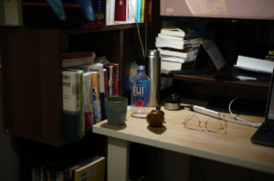 美しい書斎とボトル
