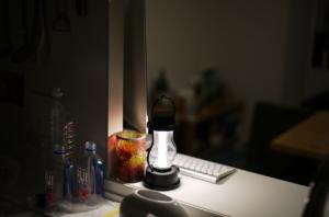 美しいランプとキッチン