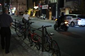 美しい歩道と自転車の写真