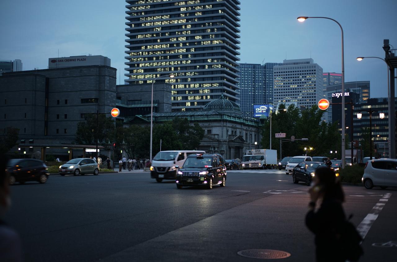 夕方の美しい道路