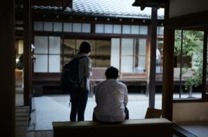 建仁寺で撮影した夫婦の後ろ姿
